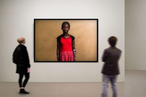 Adrian Kuipers - Viviana The Future Journalist - Limited Gallery Edition - Preview 3